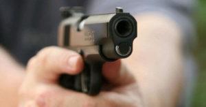 automovilista policía armados tiros